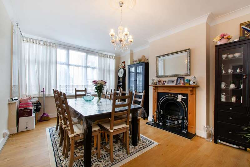 3 Bedrooms Terraced House for sale in Bishops Park Road, Streatham Vale, SW16