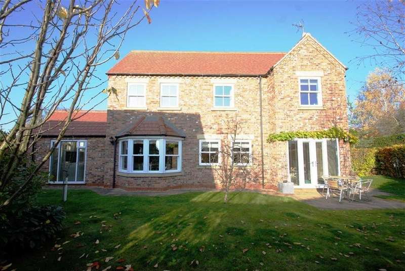 5 Bedrooms Detached House for sale in Brewers Court, Donington, Spalding