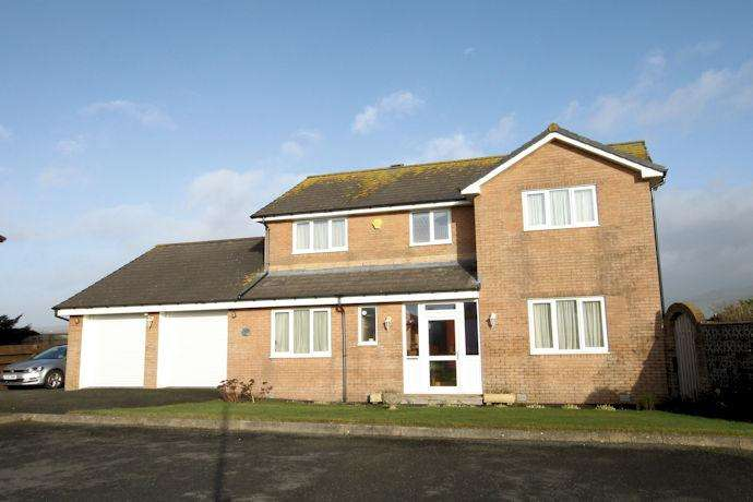 4 Bedrooms Detached House for sale in tywyn LL36