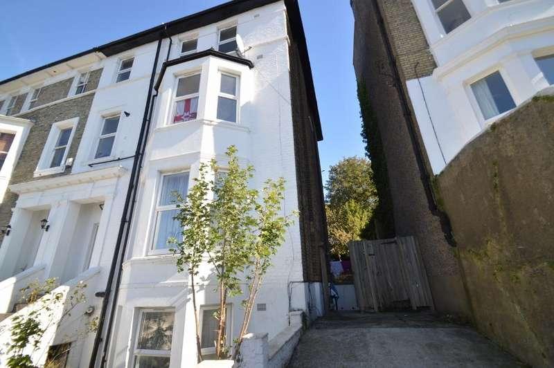 3 Bedrooms Ground Maisonette Flat for sale in Eglinton Hill, Woolwich, London SE18