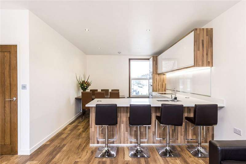 3 Bedrooms Flat for sale in Brixton Hill, London, SW2
