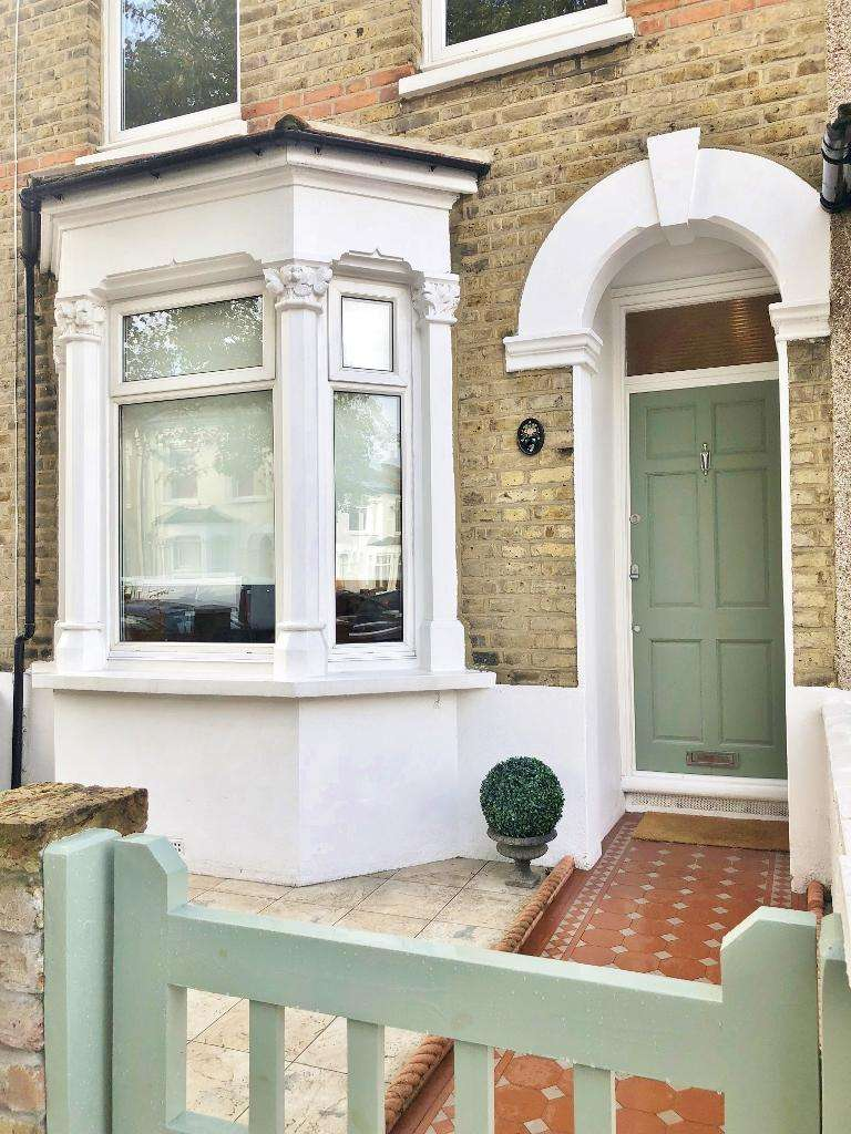 2 Bedrooms Terraced House for sale in Cheddington Road, N18