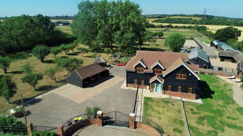 4 Bedrooms Detached House for sale in Canewdon, Rochford