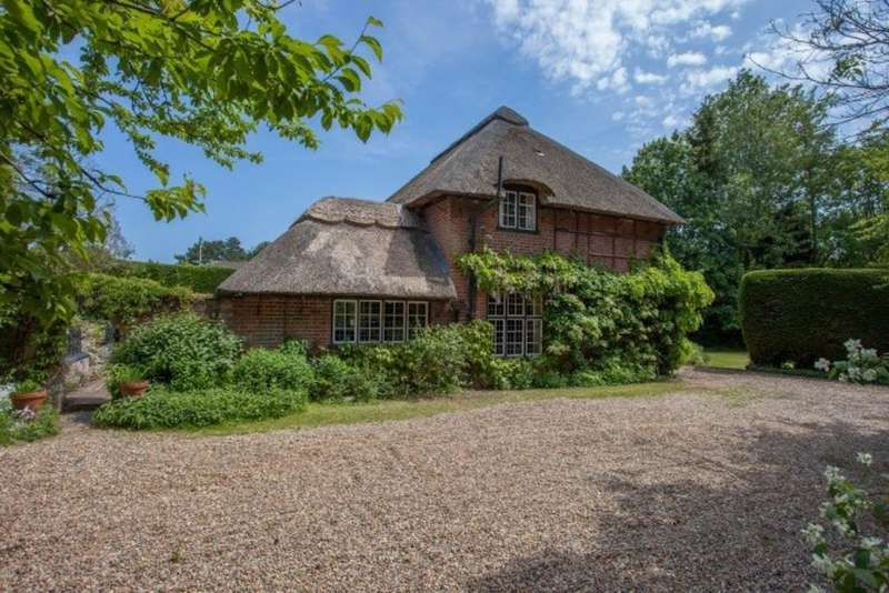 4 Bedrooms Detached House for sale in Taverham, Norfolk