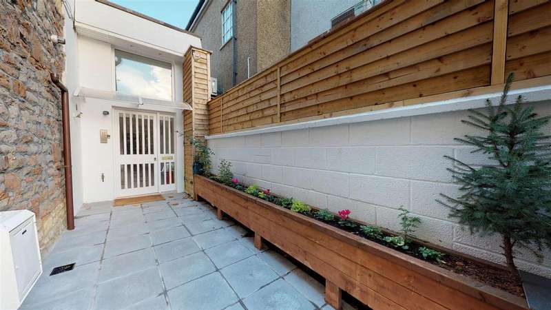 1 Bedroom Semi Detached Bungalow for sale in Wells Road, Knowle, Bristol