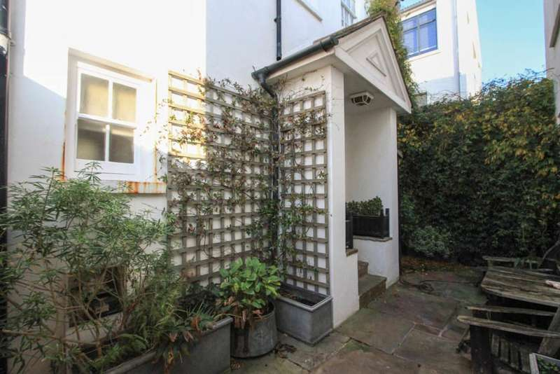 3 Bedrooms End Of Terrace House for sale in Eastern Place, Brighton