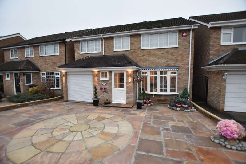 4 Bedrooms Detached House for sale in Sycamore Close, Garston Watford