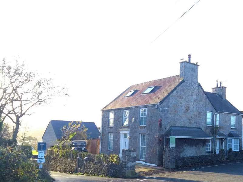 4 Bedrooms Detached House for sale in Red Wharf Bay