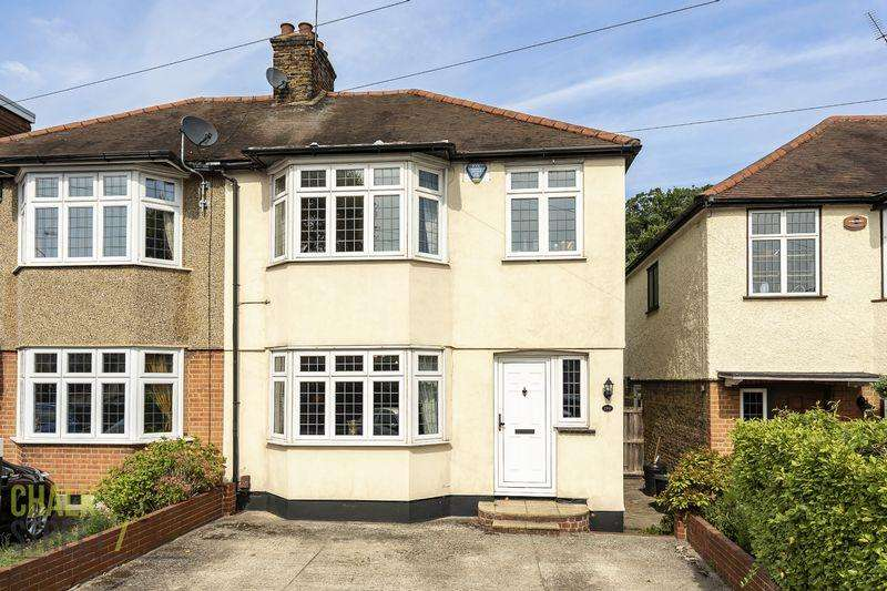 3 Bedrooms Semi Detached House for sale in Osborne Road, Hornchurch, RM11
