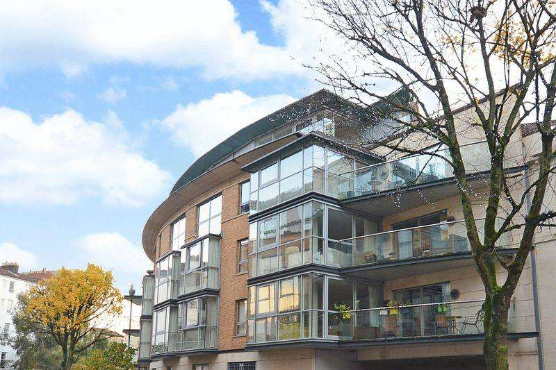 3 Bedrooms Apartment Flat for sale in Contemporis, 10 Merchants Road, Clifton, Bristol, BS8 4HB