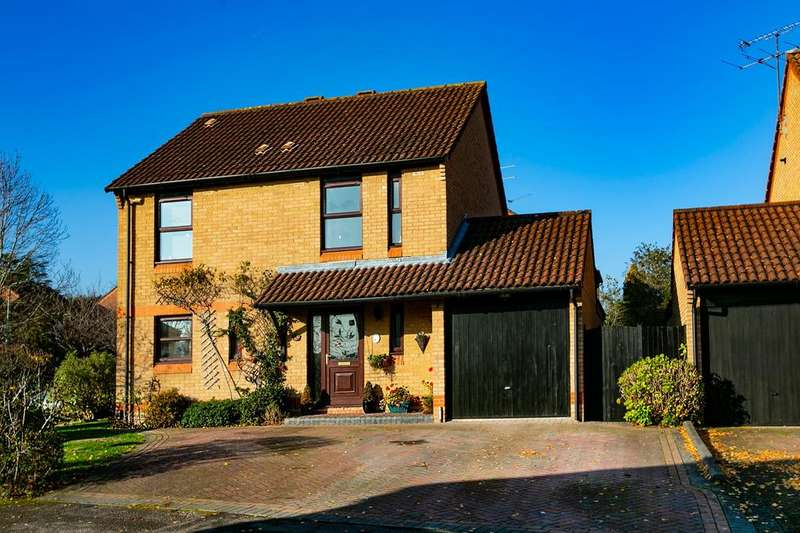 4 Bedrooms Detached House for sale in Nutmeg Close, Earley, Reading, RG6 5GX
