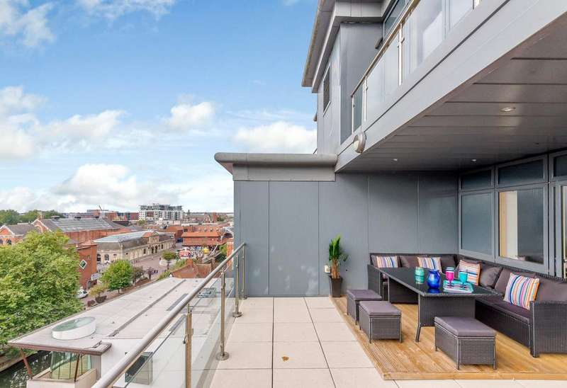 3 Bedrooms Penthouse Flat for sale in Thorngate House, St. Swithins Square, Lincoln, LN2