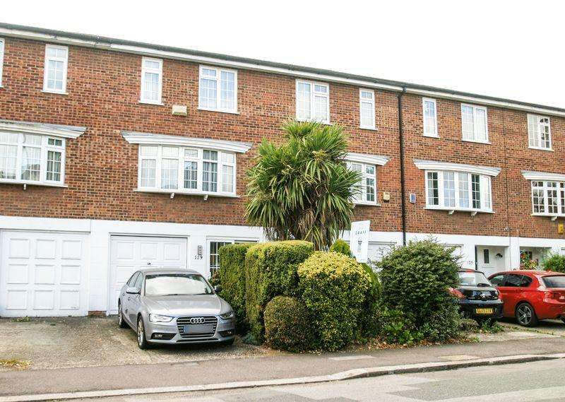 3 Bedrooms Town House for sale in WINCHMORE HILL