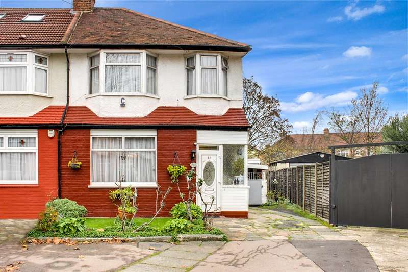 3 Bedrooms Property for sale in Hereward Gardens, Palmers Green, London, N13
