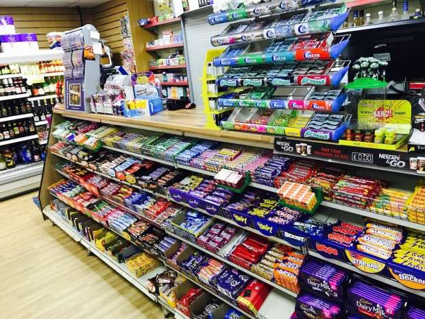 Shop Commercial for sale in High Street kirby drive, Luton, LU34AW