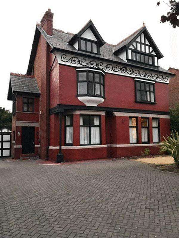 5 Bedrooms Detached House for sale in Brighton Road, Southport