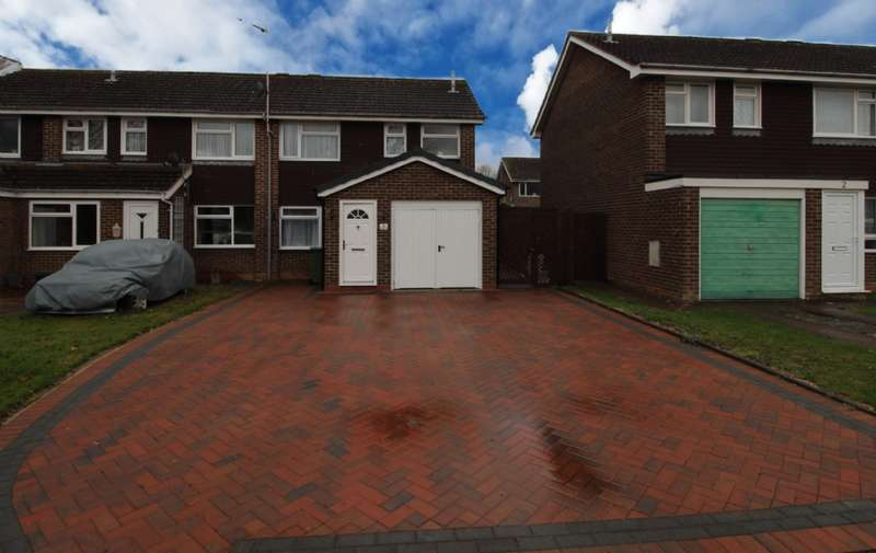 3 Bedrooms Semi Detached House for sale in Kingsley Close, Newport Pagnell, Buckinghamshire
