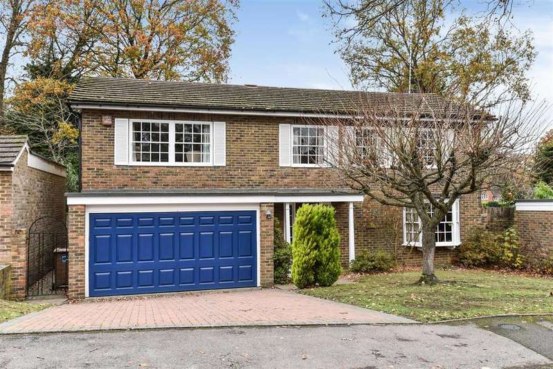 5 Bedrooms Detached House for sale in Knowles Avenue, Crowthorne, Berkshire RG45 6DU