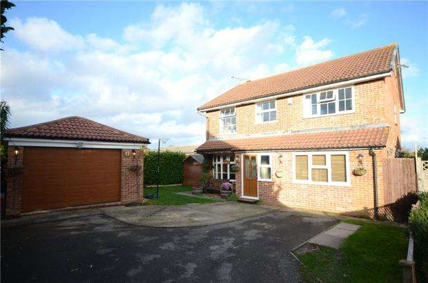 5 Bedrooms Detached House for sale in Durham Close, Wokingham, Berkshire