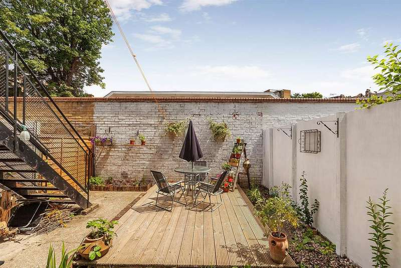 3 Bedrooms Flat for sale in Charteris Road, Queens Park, London