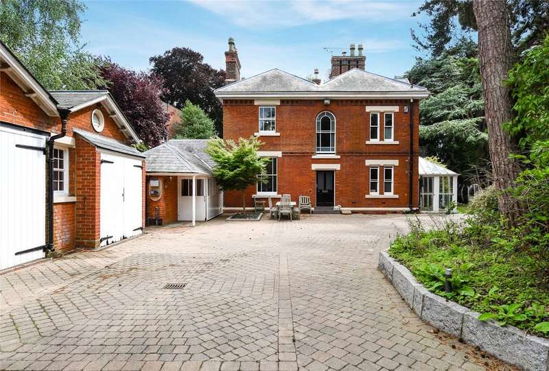 4 Bedrooms Detached House for sale in Bishops Hill, Ipswich, Suffolk, IP3