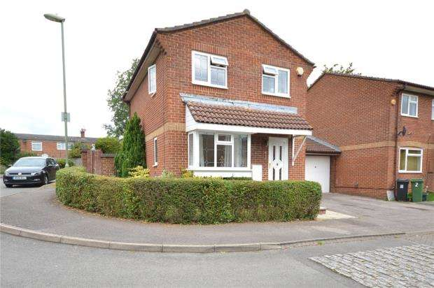 3 Bedrooms Link Detached House for sale in Galloway Close, Basingstoke, Hampshire