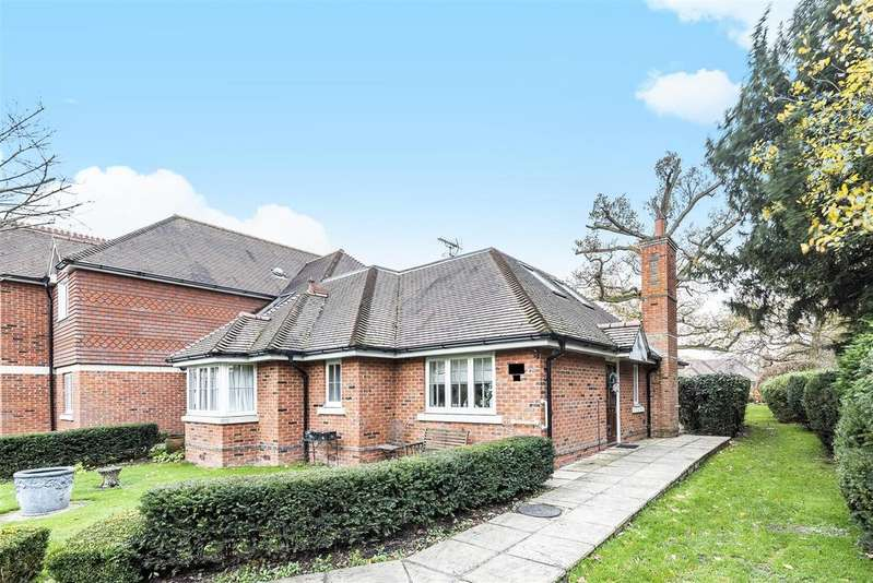 4 Bedrooms Chalet House for sale in Bonhomie Court, Broadcommon Road, Hurst, Berkshire RG10 0TD