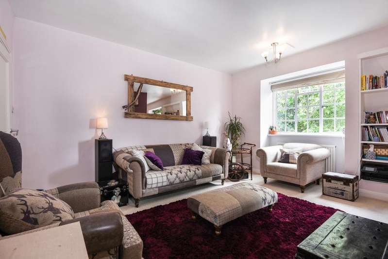 2 Bedrooms Flat for sale in Hyde Vale London SE10