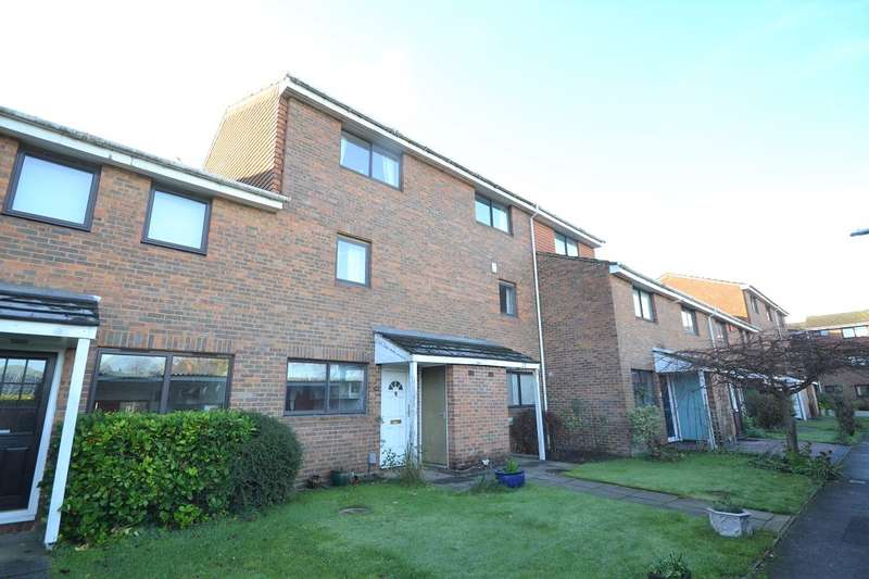 4 Bedrooms Town House for sale in Cardinal Close, Caversham, Reading