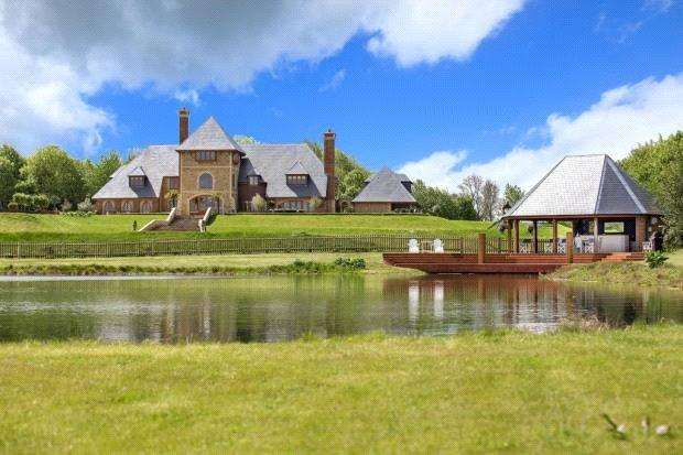 5 Bedrooms Detached House for sale in Coolham Road, Thakeham, Pulborough, West Sussex, RH20