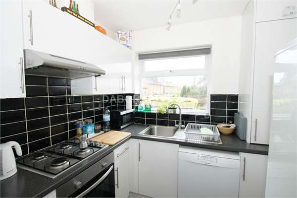 2 Bedrooms Flat for sale in Blake Hall Road, Wanstead