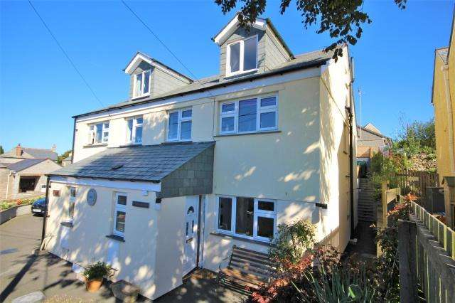 4 Bedrooms Semi Detached House for sale in St Breward