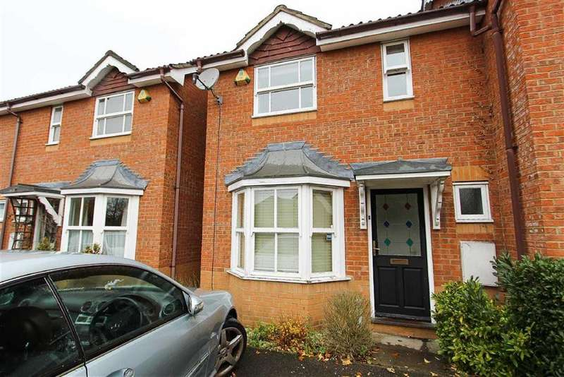 2 Bedrooms Semi Detached House for sale in Howard Close, Loughton, Essex