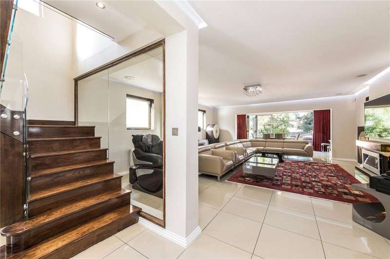 4 Bedrooms Detached House for sale in New Park Road, London, SW2