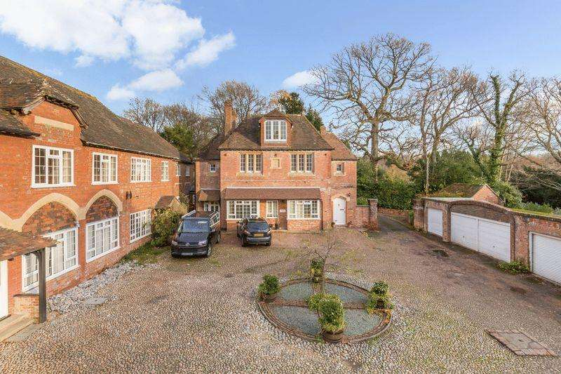 3 Bedrooms Maisonette Flat for sale in Possingworth Close, Possingworth park, Cross In Hand, East Sussex