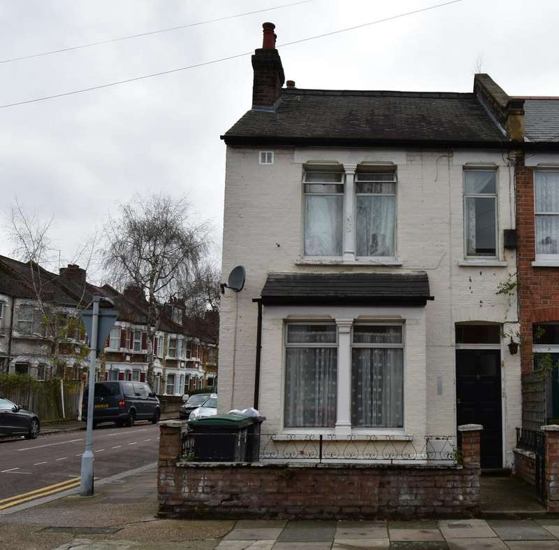 Triplex Flat for sale in Marlborough Road N22