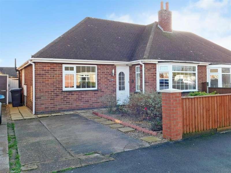 2 Bedrooms Semi Detached Bungalow for sale in Lyndhurst Avenue, Skegness, Lincs, PE25 2QD