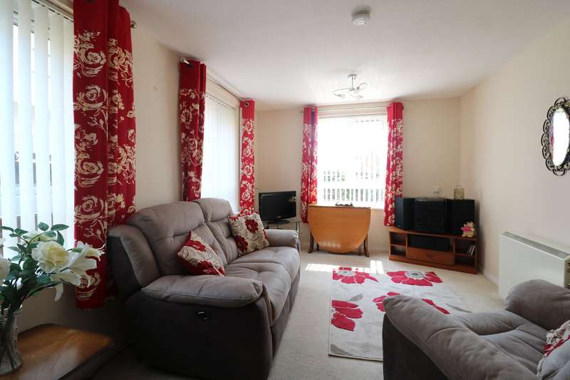2 Bedrooms Apartment Flat for sale in Lilley Court, Heath Hill Road South, Crowthorne, Berkshire, RG45