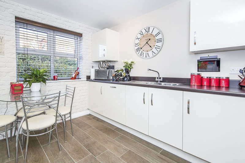 4 Bedrooms Semi Detached House for sale in Sansome Drive, Hinckley, LE10