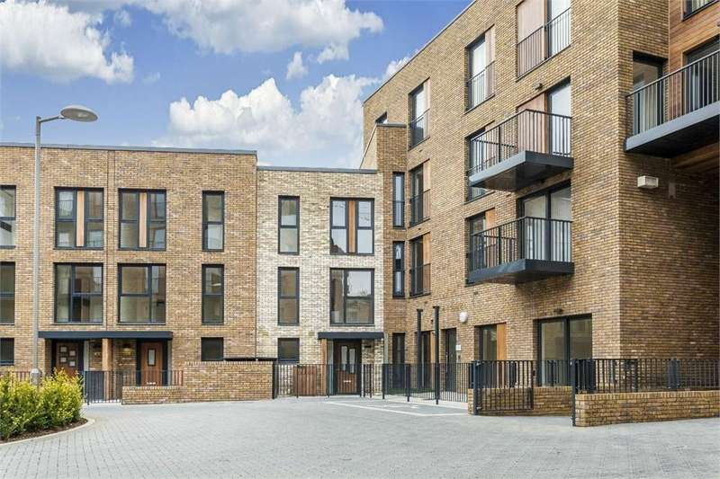4 Bedrooms End Of Terrace House for sale in Mary Rose Square, Marine Wharf, LONDON