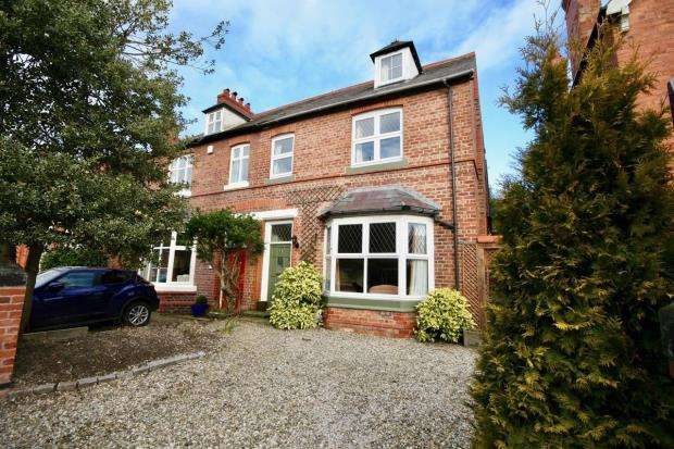 5 Bedrooms Semi Detached House for sale in Vicarage Road, Hoole, Chester