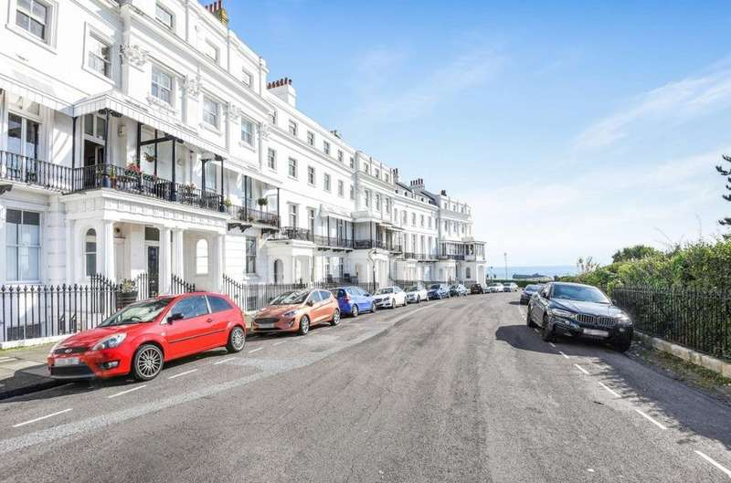 3 Bedrooms Flat for sale in Lewes Crescent, Brighton, , BN2