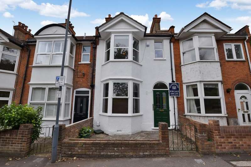 3 Bedrooms Terraced House for sale in Nelson Road, Wanstead