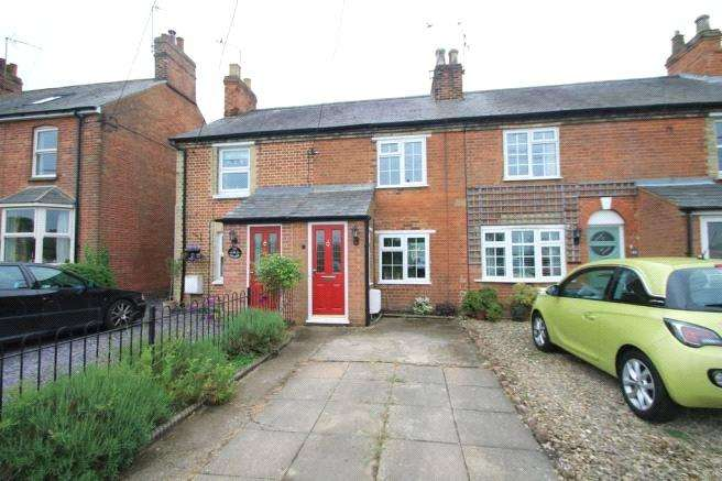 2 Bedrooms Terraced House for sale in Eythrope Road, Stone, Aylesbury, HP17