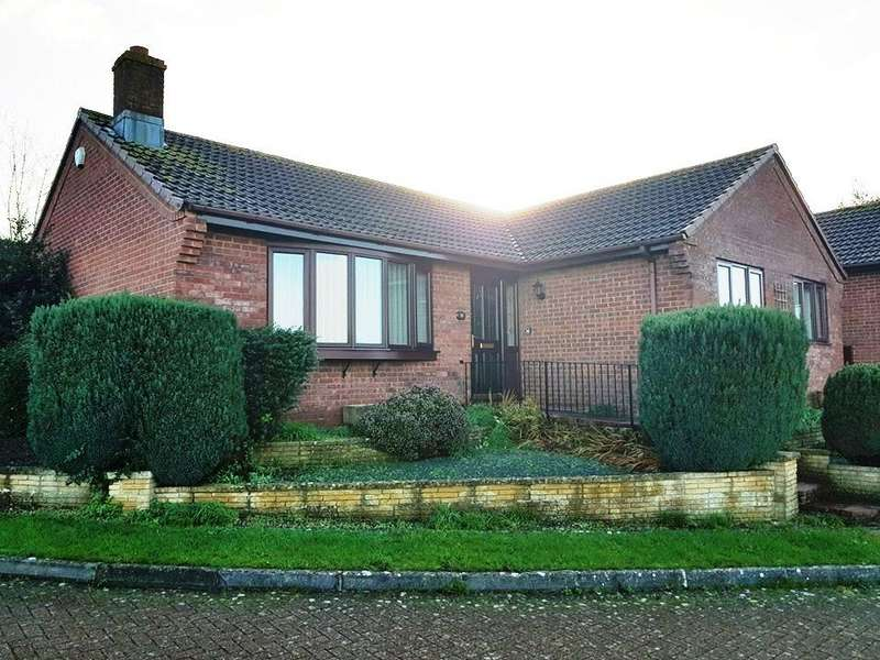 3 Bedrooms Detached Bungalow for sale in Latches Walk, Axminster
