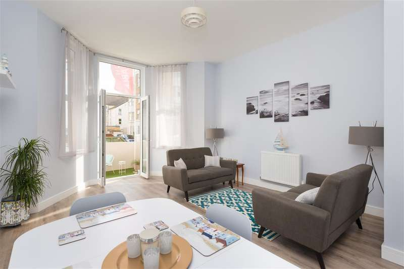 3 Bedrooms Apartment Flat for sale in Penthouse, Cliffe Villas, Edgar Road, Margate