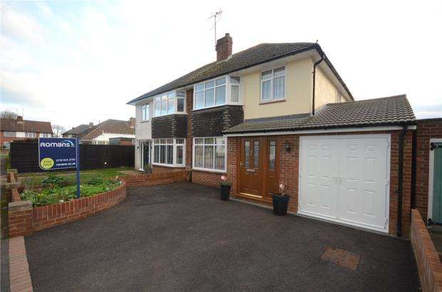 3 Bedrooms Semi Detached House for sale in Fawcett Crescent, Woodley, Reading