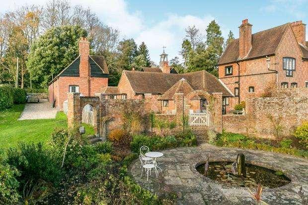 5 Bedrooms Link Detached House for sale in Sandhills, Godalming, Surrey