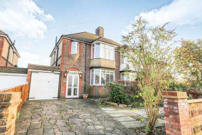 3 Bedrooms Semi Detached House for sale in St. Martins Avenue, Luton, Bedfordshire