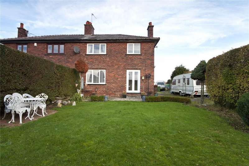 3 Bedrooms Semi Detached House for sale in Halebank Road, Widnes, Cheshire, WA8